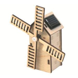 Miniatuur houten molen op zonne-energie